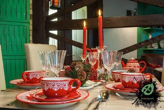 Обеденный стол в дачном домике