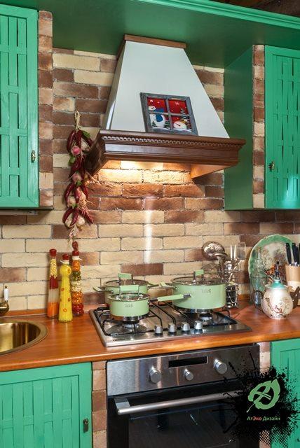 Реализованный дизайн кухни дачного домика