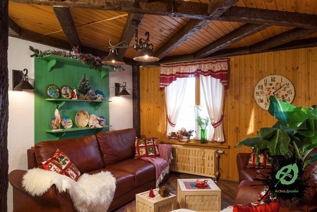 Вид реализованного дизайна гостиной дачного домика