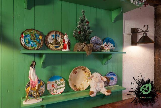 Элемент декора в гостиной дачного домика